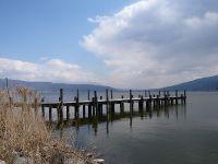 諏訪湖に近くの電話ボックス