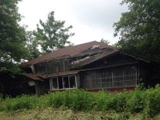 黒塗りの家