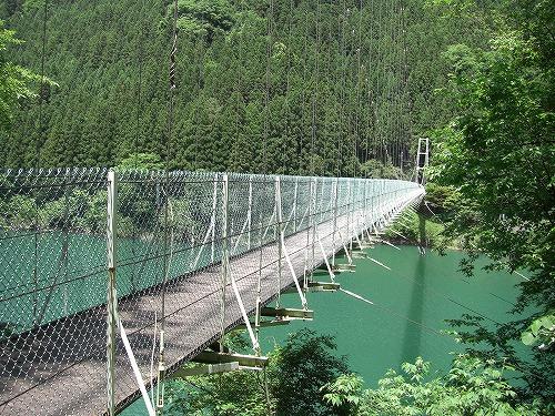 秩父湖に架かる吊り橋