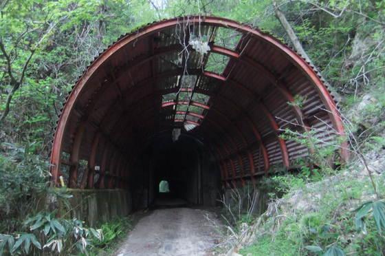 頭川トンネル(旧津々良トンネル)