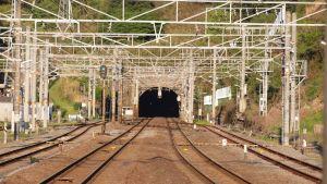 丹那トンネル