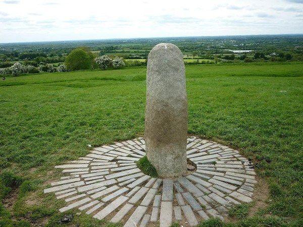 運命の石「タラの丘」