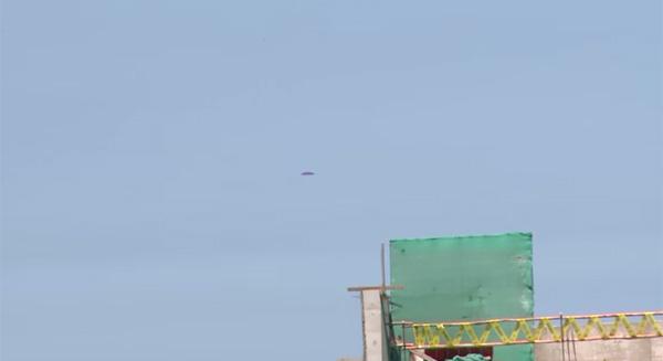 軍事基地の近くに謎の飛行物体出現