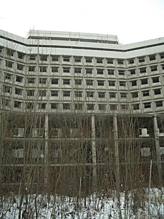 ホヴリノ廃屋病院