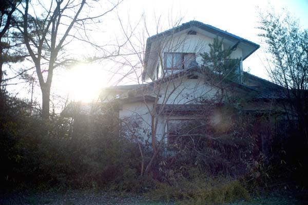 祈祷師殺人事件の家